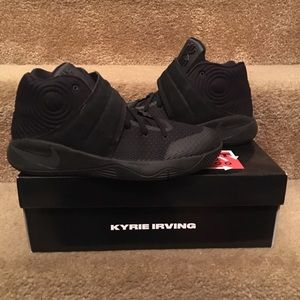 """01bf0ab04c53 Nike Shoes - NEW Youth """"grade school"""" boys Kyrie 2 size 7"""